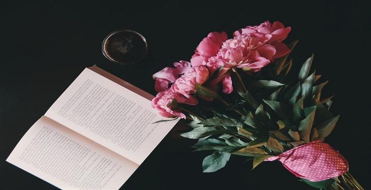هدیه دادن کتاب به یک فرد خاص